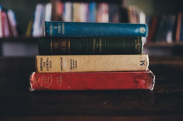 books-1246674_640