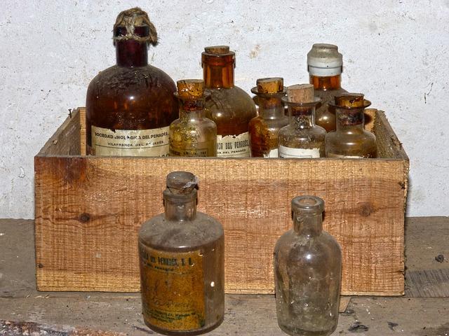 bottles-1724459_640