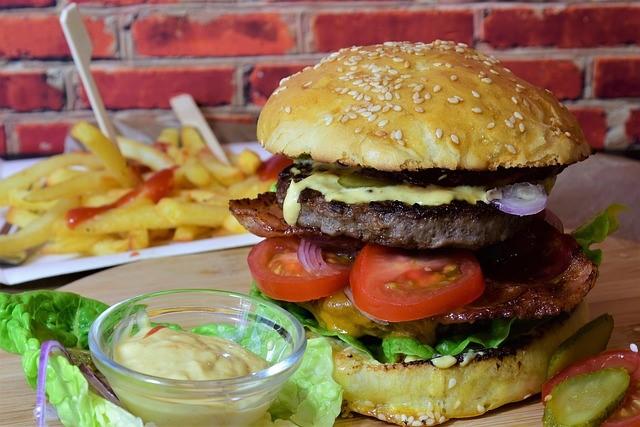 burger 3962997 640
