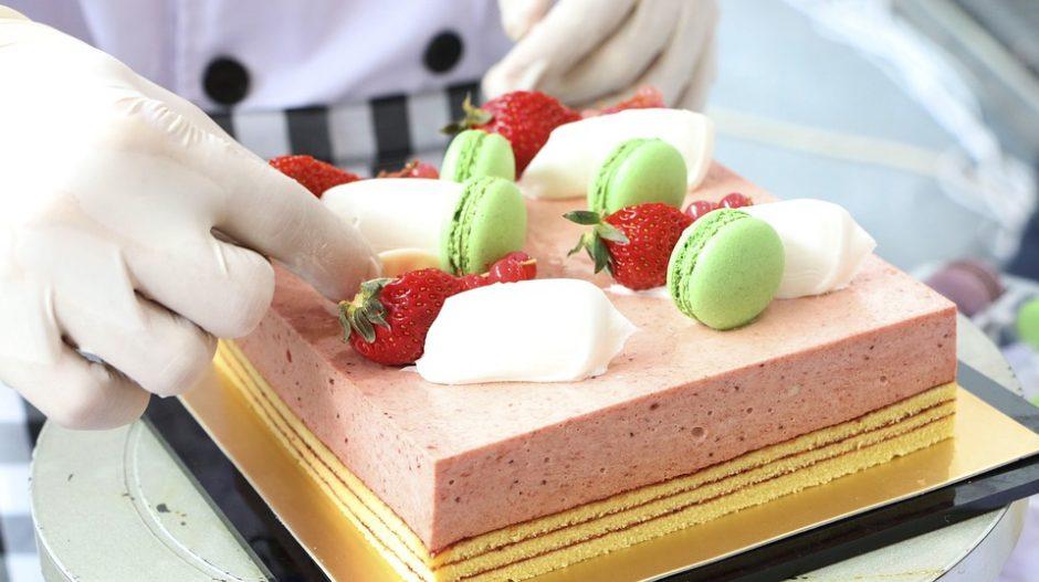 cake-baker-2699916_960_720