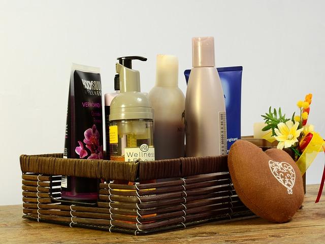 cosmetics-2389779_640