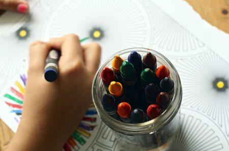 crayons-1445053_640