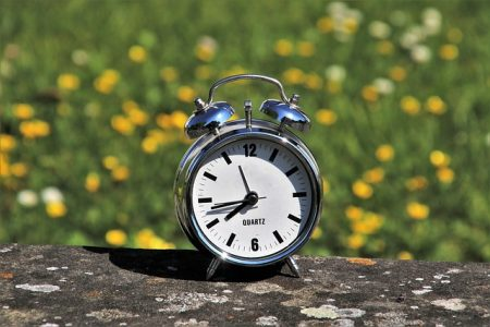 daylight-saving-time-3382879_640