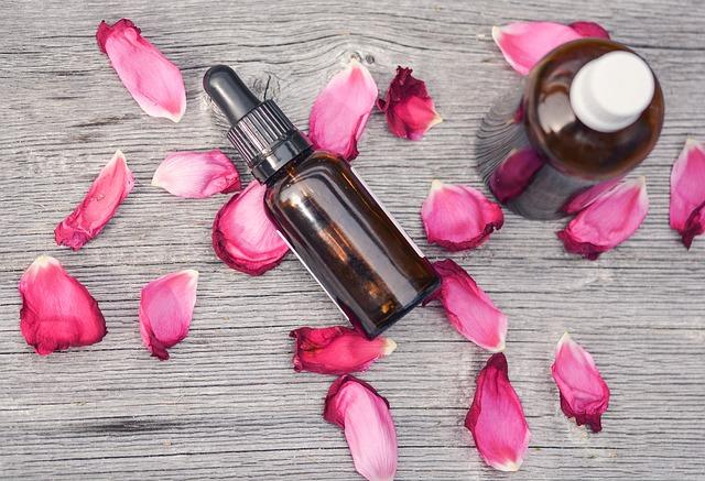 essential-oils-2535611_640