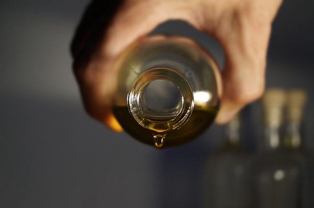 essential-oils-2918183_640