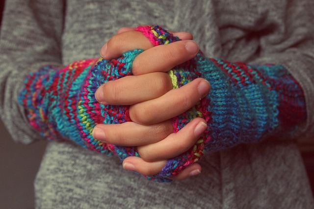 folded-hands-987629_640