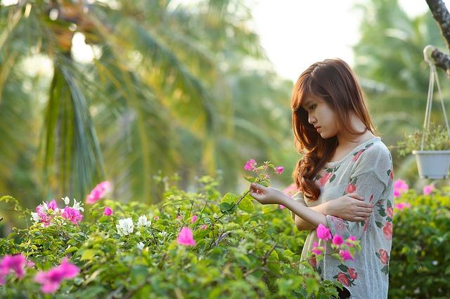 girl-1721424_640