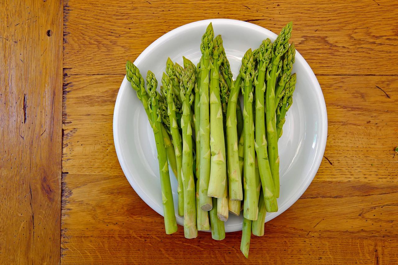 green asparagus 3357972 1280