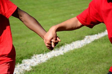 handshake-1823741_640