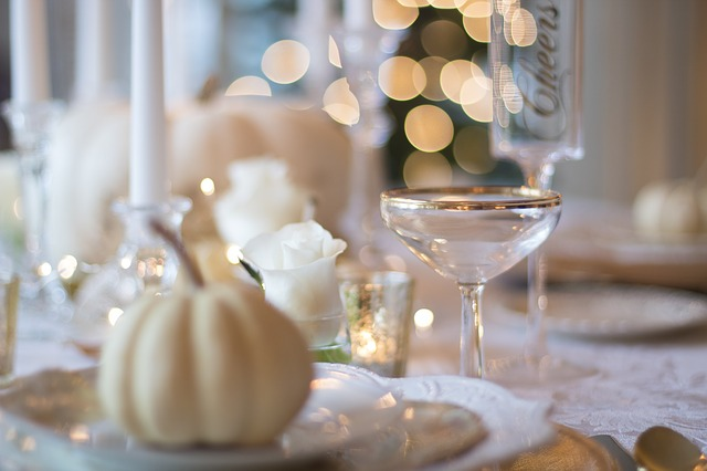 holiday-table-1926946_640