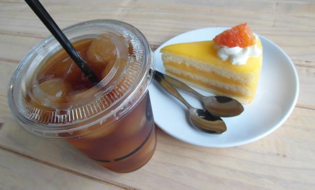 iced tea and cake