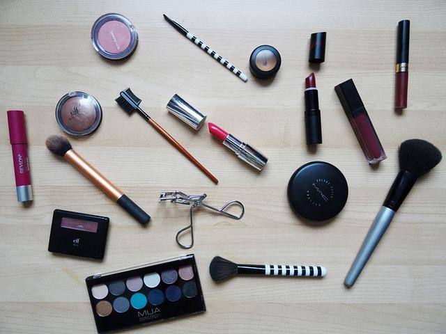 makeup-2454659_640