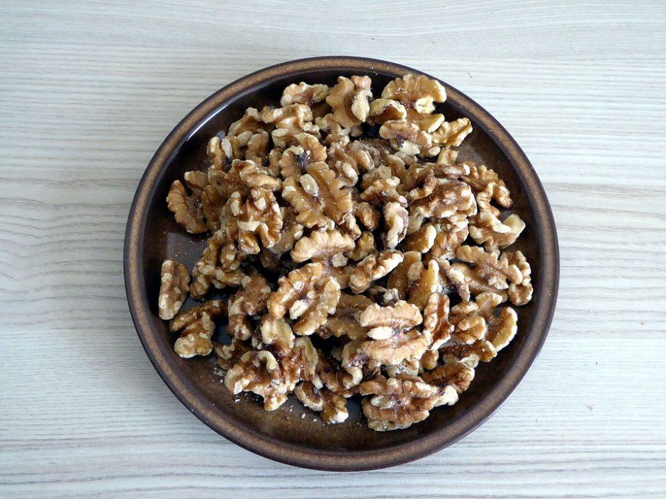 nuts-1392665_960_720
