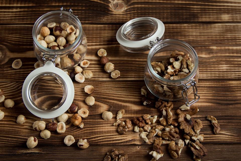 nuts-2019669_960_720