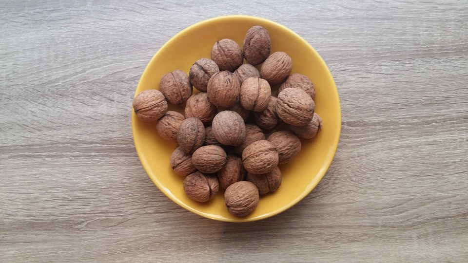 nuts 3310512 960 720