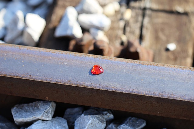 red-heart-on-railway-2678657_640