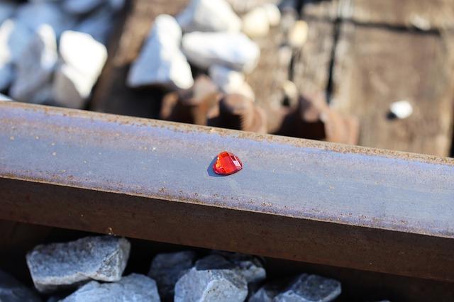 red-heart-on-railway-2678657_640