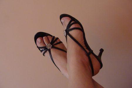 sandals-435512_640