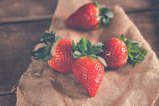 strawberries-3221094_640