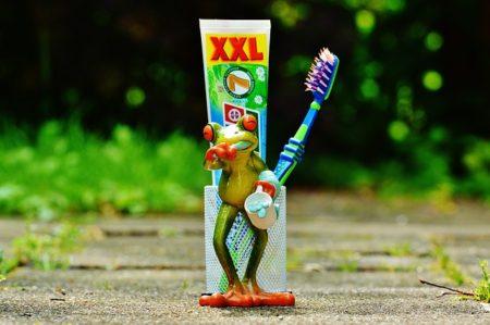 toothpaste-1446162_640