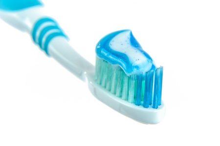 toothpaste-1786388_640