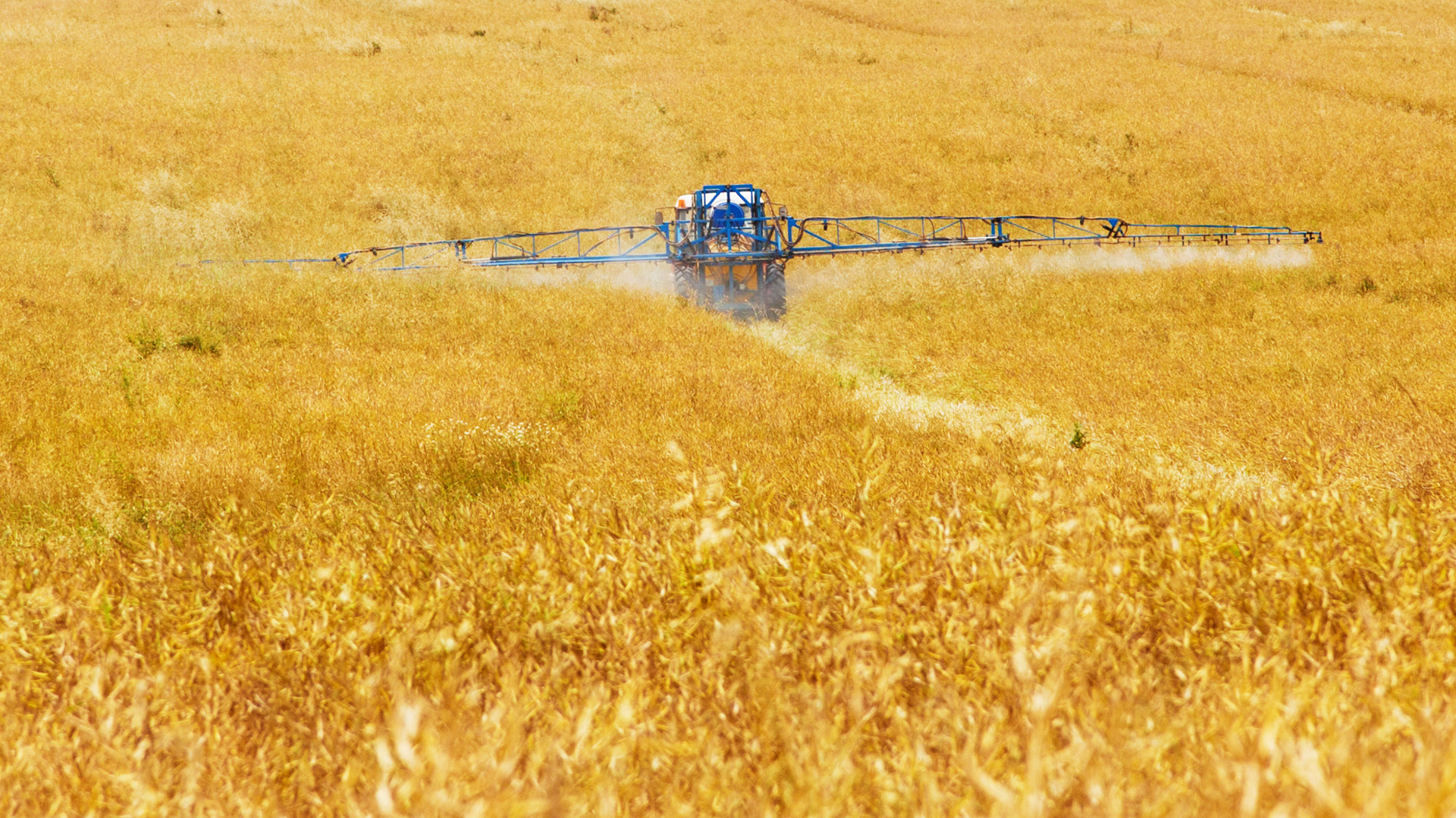 tractor field spray
