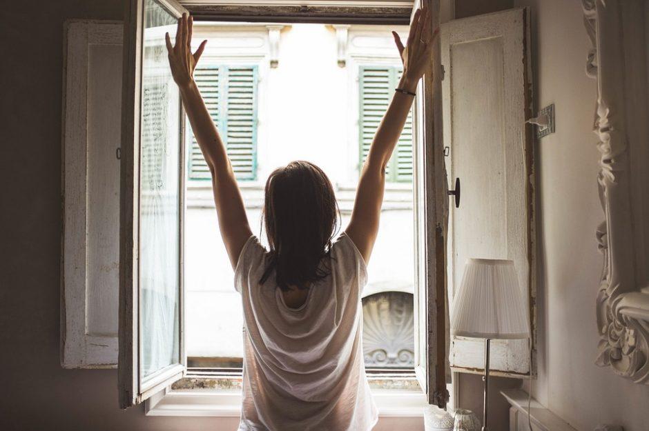 window-1148929_960_720