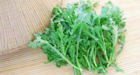 鍋だけじゃもったいない!今が旬の春菊を毎日でも食べたくなる我が家の4つの絶品レシピ。