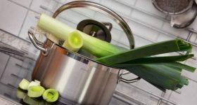 自炊をしていても1年間で4kg以上もの食品添加物を摂取している日本人。 昆布やお酢で食材から農薬や有害物質を軽減する方法