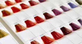 あなたが髪を染めれば染めるほど、どんどん白髪が増えるという恐ろしい事実。 ヘアカラーに含まれる過酸化水素と白髪の関係性。