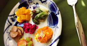 今日のオーガニックランチレシピ|「ビーツのピンクのスープ」と「オーガニックベジタブルプレート」の作り方