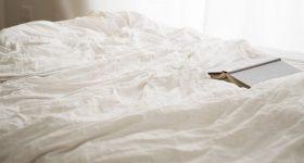 先進国主要28カ国中、睡眠時間が最下位!眠らない国、日本|睡眠時間の恐ろしい影響とその対策