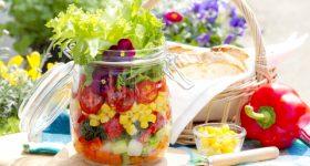 サラダやスムージーをよく食べる人、必見!意外すぎる冷え性の原因は良かれと思っていた〇〇にあった|今すぐできる冷え性対策5選