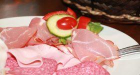 市販ハムやベーコン、ウインナーのほとんどは食品添加物の塊|鮮やかな色の裏に隠された発がん性のリスクと、止むを得ず食べなければいけない時の苦肉の対処法