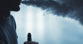 死亡例も出始めた電子タバコ。「害なし」は嘘か|死に関わるポップコーン・ラングとは?