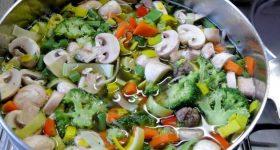 調味料不使用!野菜の味だけでできる、病から身を守る最強「ファイトケミカルスープ」の作り方。