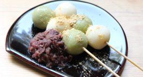 お団子が翌日まで固くならない裏技教えます。柔らかくてもっちもち!「豆腐団子」の作り方。