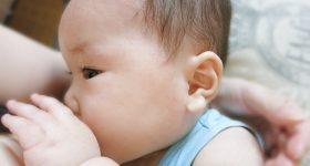 なぜ母子手帳は1歳半で母乳・ミルクを奪うのか?その理由は子供の健康のためではありません。