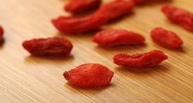 足がつりやすいのは「血」不足=血虚が原因だった!東洋医学から見る、血不足におすすめな「クコの実はちみつ漬け」の作り方。