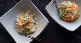 【ストック常備食レシピ】腸内環境も整う。旬の野菜を最大活用!新玉ねぎと切り干し大根の甘酢漬けの作り方。