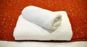 もう柔軟剤は使わない!洗濯物をケミカル柔軟剤や、危険な化学物質なしで安全にふわふわにする裏技テクニック