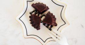 【材料4つ。】 生はちみつで作る、お肌つやつや!はじめてのローチョコレートの作り方。