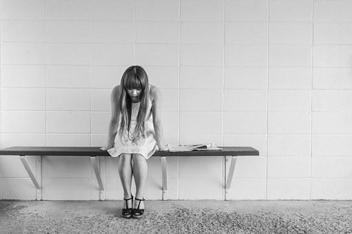 worried girl 413690  340